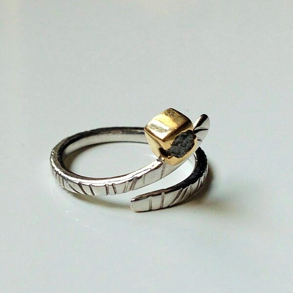 ring in white and yellow 18 kt gold with rough diamond