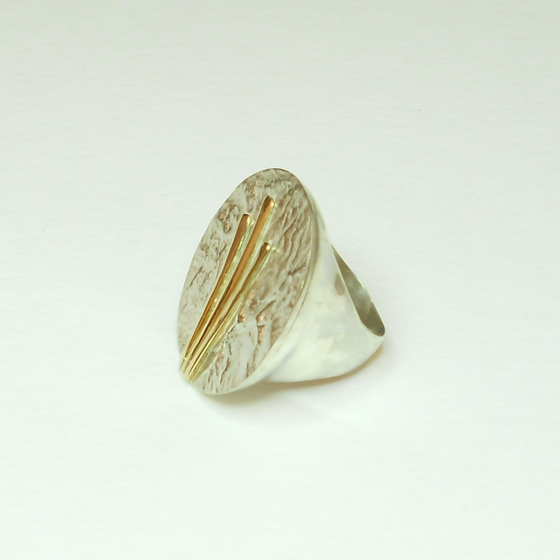 ring in reticulated sterling silver and 14 kt gold