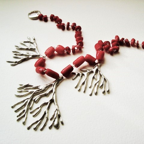 necklace in silver and coral