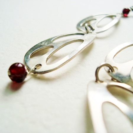 earings in silver and garnet