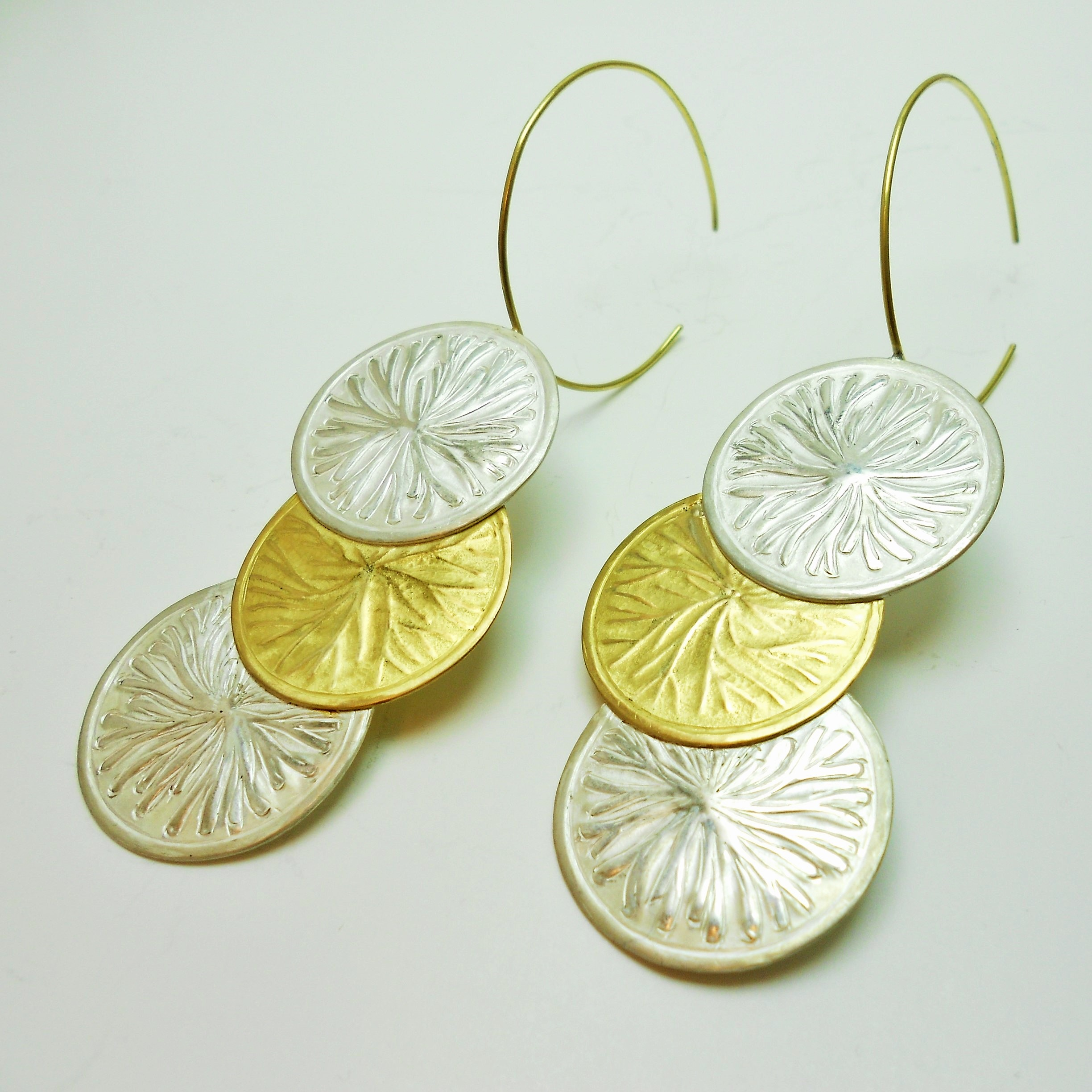 earings in sterling silver and 18 kt gold with chasing and repoussé technique